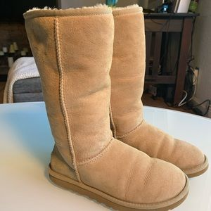 Ugg boots size 6 preloved boots- in good condition
